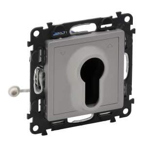 752319 Valena Life Алюминий Переключатель кнопочный с самовозвратом, с ключом (с лицевой панелью)