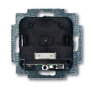 8200-0-0141 (8218 U) BJE Busch-iDock Накладка (центральная плата) для механизма док-станции цвет сталь