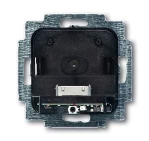8200-0-0149 (8218 U) BJE Busch-iDock Накладка (центральная плата) для механизма док-станции цвет палладий