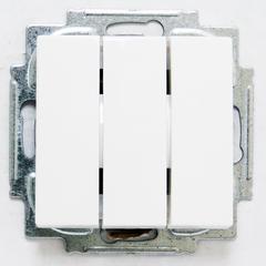 1012-0-2155 (106/3/1 UC-94) BJB Basic 55 Бел Выключатель 3-клавишный, 16А