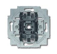 2011-0-6178 (20 EUCBUSB-83-500) BJE Блок розетки SCHUKO с з.шт. с зар. устр-вом USB, безвинт. клеммы, 16А, 700мА, алюм.